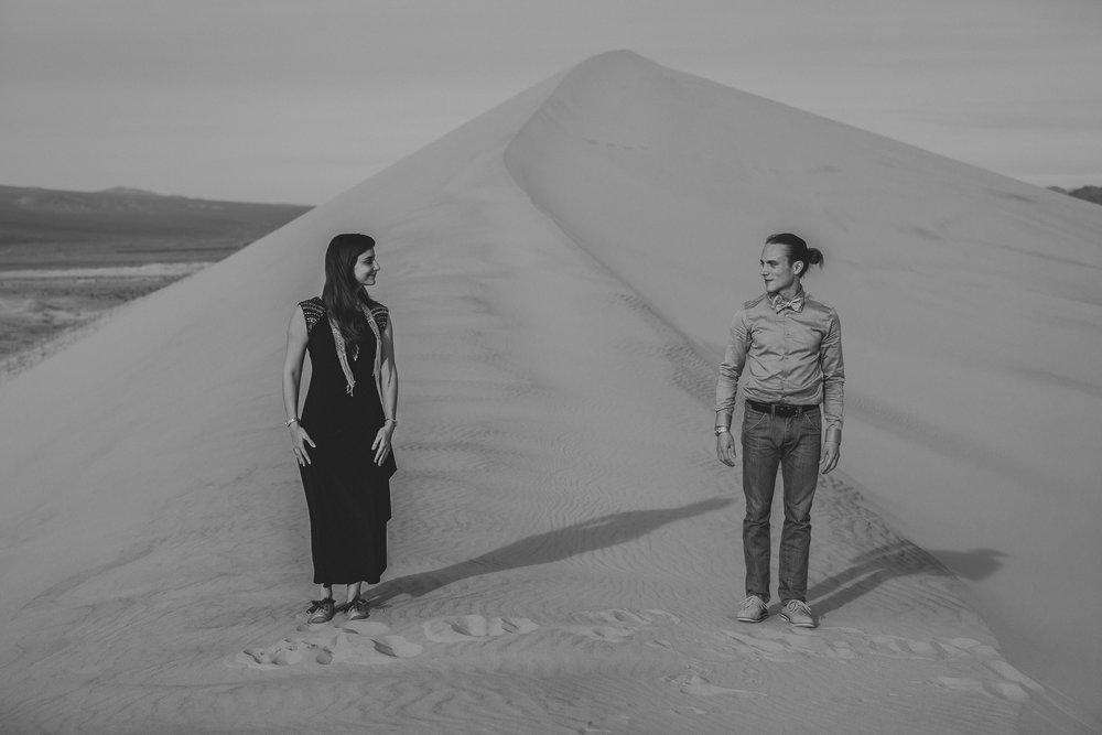 brandy.andrew. kelso sand dunes mojave desert  engagement session-16.jpg