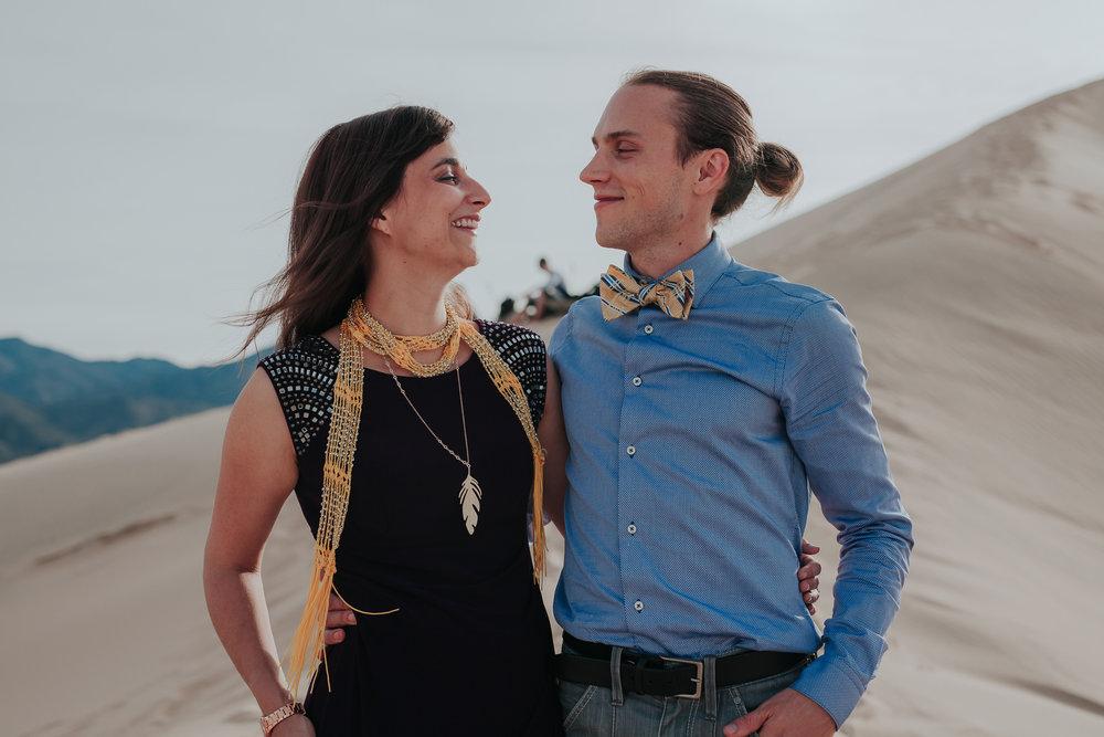 brandy.andrew. kelso sand dunes mojave desert  engagement session-31.jpg