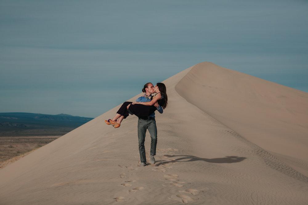 brandy.andrew. kelso sand dunes mojave desert  engagement session-33.jpg