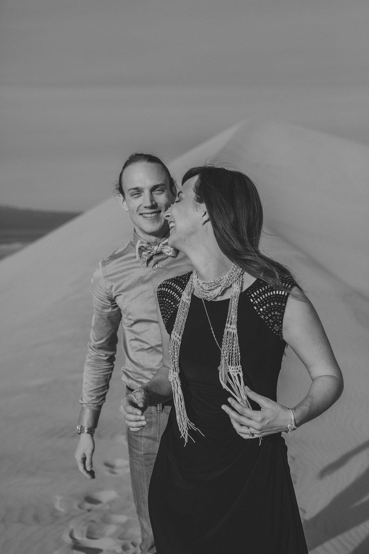 brandy.andrew. kelso sand dunes mojave desert  engagement session-37.jpg
