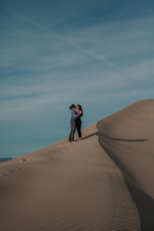 brandy.andrew. kelso sand dunes mojave desert  engagement session-53.jpg