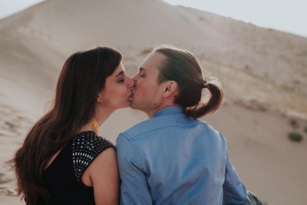 brandy.andrew. kelso sand dunes mojave desert  engagement session-95.jpg