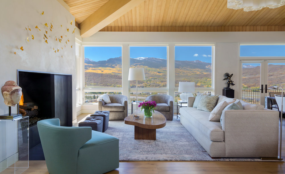 This 1960s home in the mclain flats of aspen colorado was last remodeled during the 90s in the arts and crafts style interior designer barbara glass and