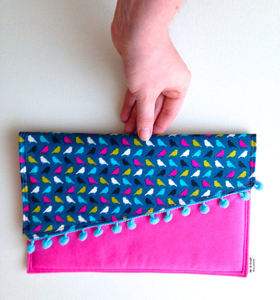 Me and Leigh Creations: Pom Pom Clutch