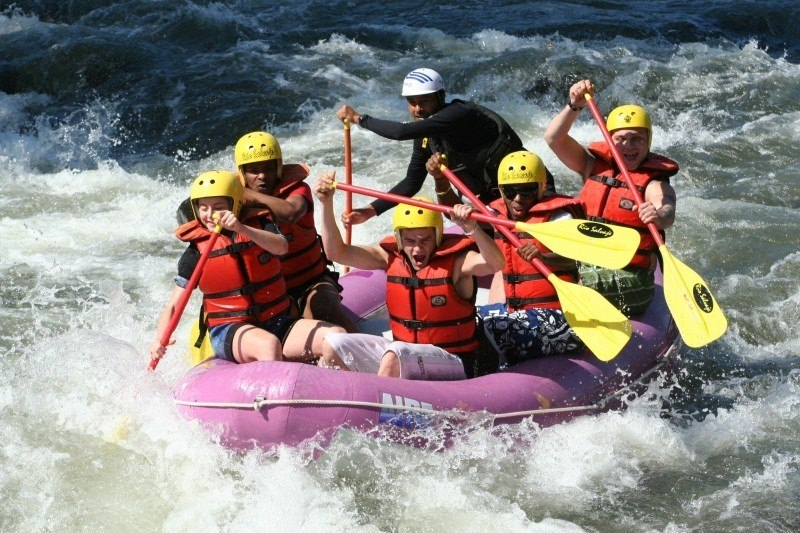 rafting-whitewater-challenge-action-team-teamwork