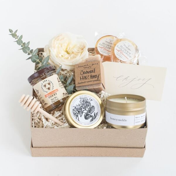 I spy an Oatmeal Milk & Honey Mini in one of Marigold and Grey's pre-designed gift sets!   Styling: Marigold & Grey  Photo Credit: Laura Metzler Photography