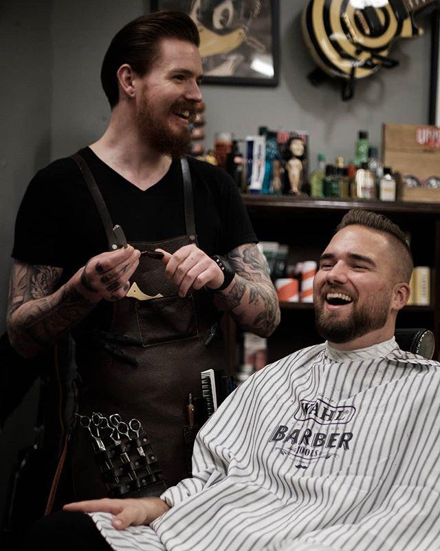 """I dag var Andreas i et skikkelig barnslig humør. """"What do you call a pharaoh who rarely farts? Toot-uncommon."""" Kommer mest sannsynlig i boken """"Bergen Barberstues X-tra dårlige dadjokes"""" #bergenbarberstue #skjegg #beard #beardsofinstagram #snaisenflais #fujifilm #fujix #xh1 #mitakon35mmf095 #bergen #fujifilmnordic"""