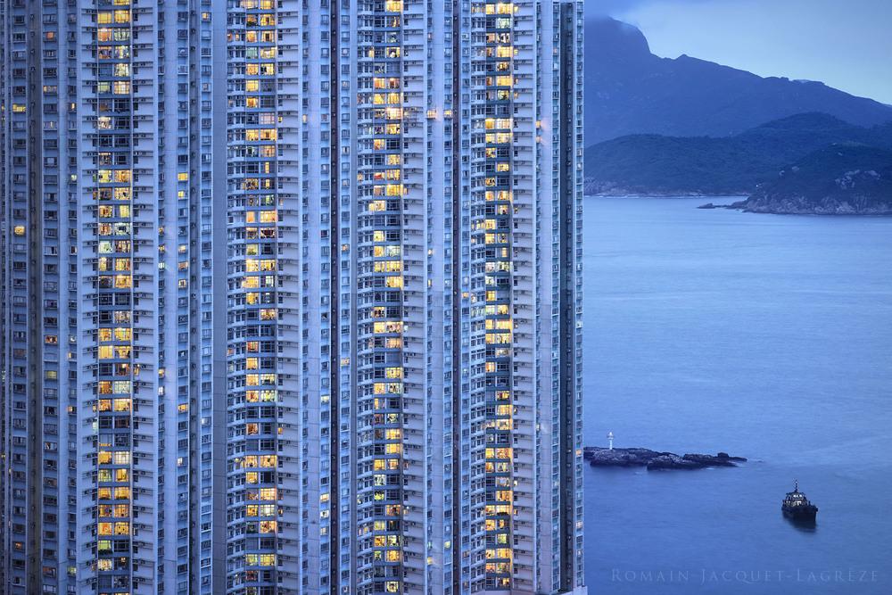 © Romain Jacquet-Lagrèze, The Blue Moment #6, Hong Kong 2015