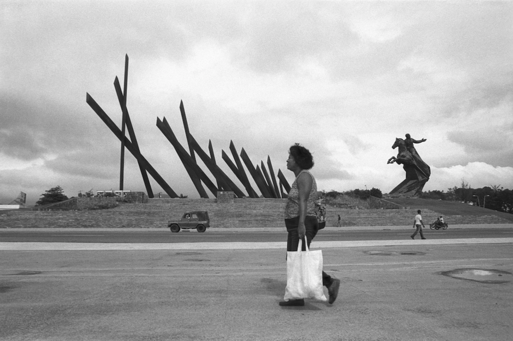 Jo Farrell, Statue, Santiago de Cuba (Cuba, 2002)