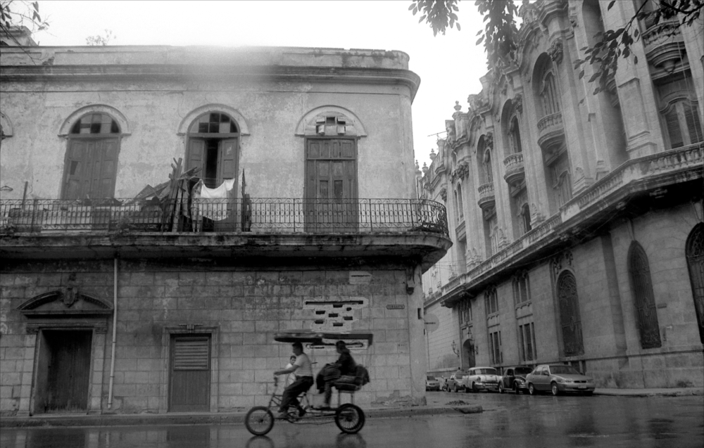 Jo Farrell, San Martin, Havana (Cuba, 2002)