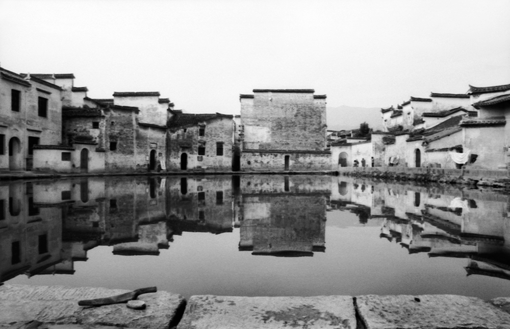 Jo Farrell, Moon Pond, Hong Can  (China, 1993)