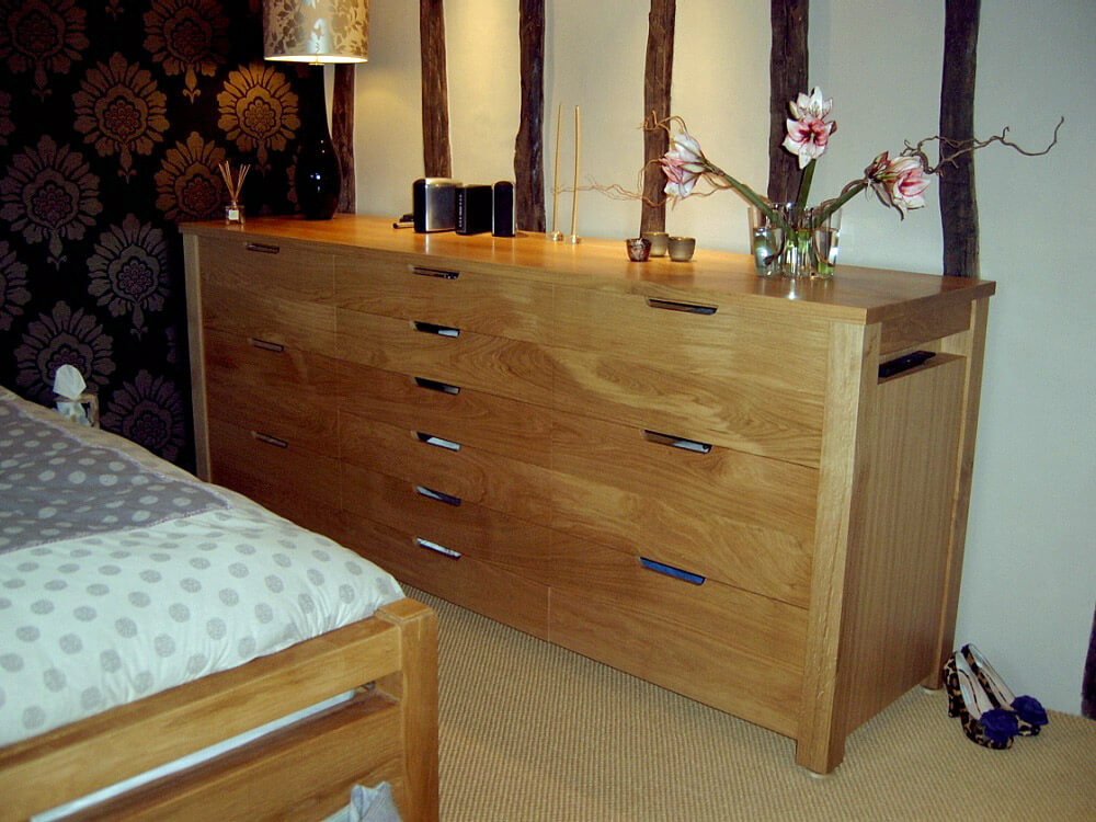 Freestanding Oak Chest of Drawers