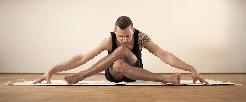 doing stuff.   shot by Tom Deininger    http://www.kollektivvogelfrei.net/     http://de.ashtangayoga.info/ayinstitute/yogaschule-in-ulm/