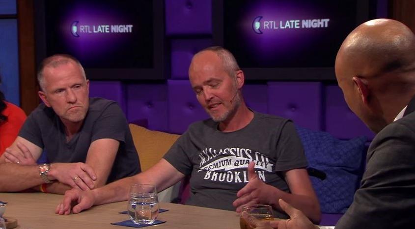 """Met het laatste restje energie dat hij nog in zijn lijf heeft spreekt journalist en oud-EditieNL-verslaggever Mark Bos in RTL Late Night zijn laatste wens uit. Hij wil dat kankerpatiënten beter gehoord worden door de wetenschap. """"Ik wil niet dat mijn geval voor niks is geweest."""""""