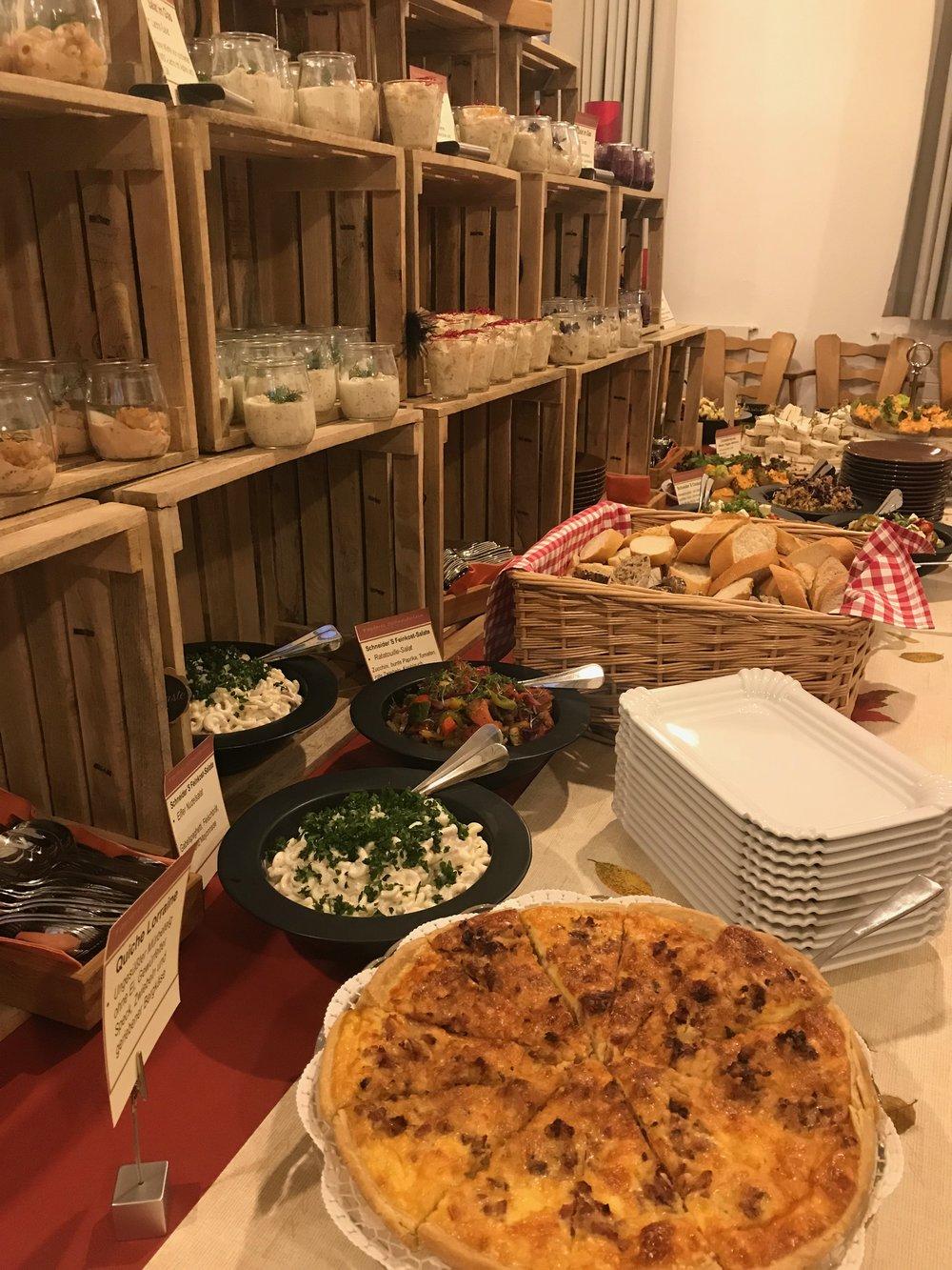 Schneider'S Kochservice auf einen Blick: - - Gruppen ab 14 Personen- auch außerhalb unserer Öffnungszeiten- individuelle Anpassung möglichKontaktieren Sie uns für weitere Informationen.