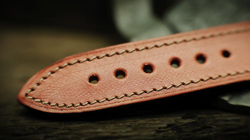 C  lassicWAFFLE TEXTURE of vintage straps