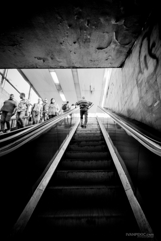 street covek stepenice_.jpg