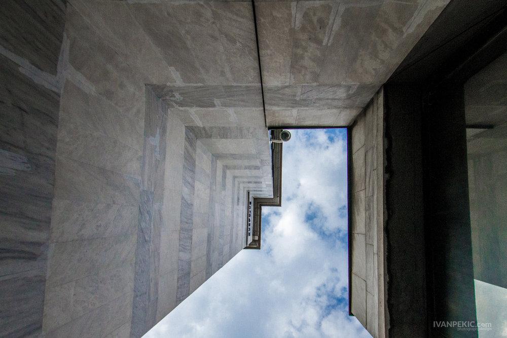zgrada nebo perspektiva stret.jpg