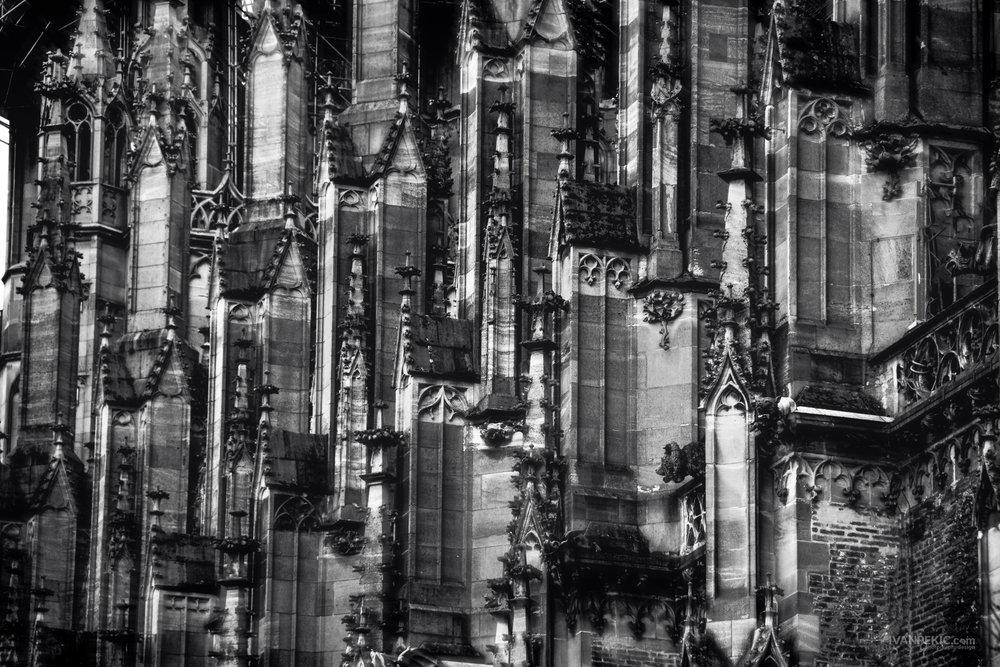 munster katedrala ulm vrhovi cb bw.jpg