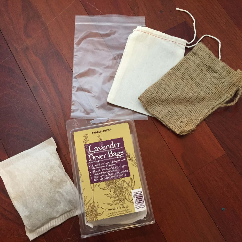 Since I'm only giving one bag per  pinch,  I was planning on using a muslin bag or the burlap sack to showcase the earthiness. But then I thought some might think to toss the entire thing into the dryer (gift bag and all) instead of just the pouch inside. So I'm using the plastic one hoping the recipients recycle it. All bags are from Yellow Pinwheels.