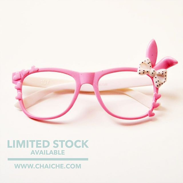 All sorts of new goodies are coming slowly. These cute no lens frames are on the site now. Available in pink w/ white and black w/ red. $8 They're great for photoshoots, props and birthday parties....
