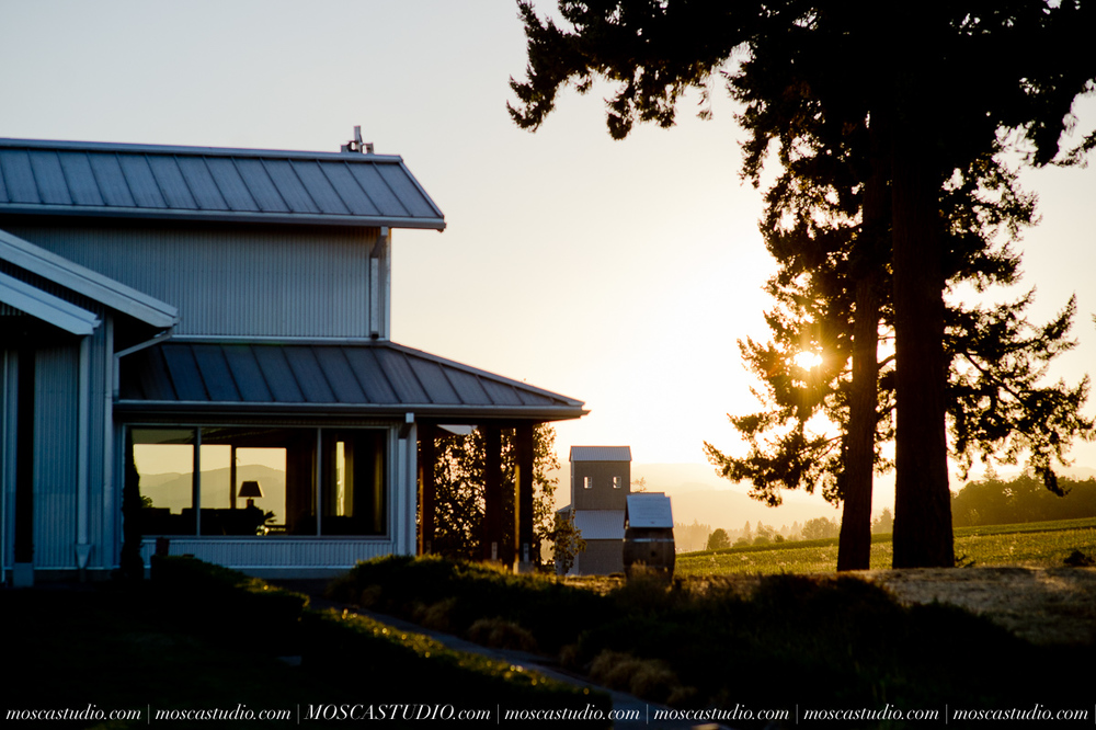 00049-MoscaStudio-Red-Ridge-Farms-Oregon-Wedding-Photography-20150822-SOCIALMEDIA.jpg