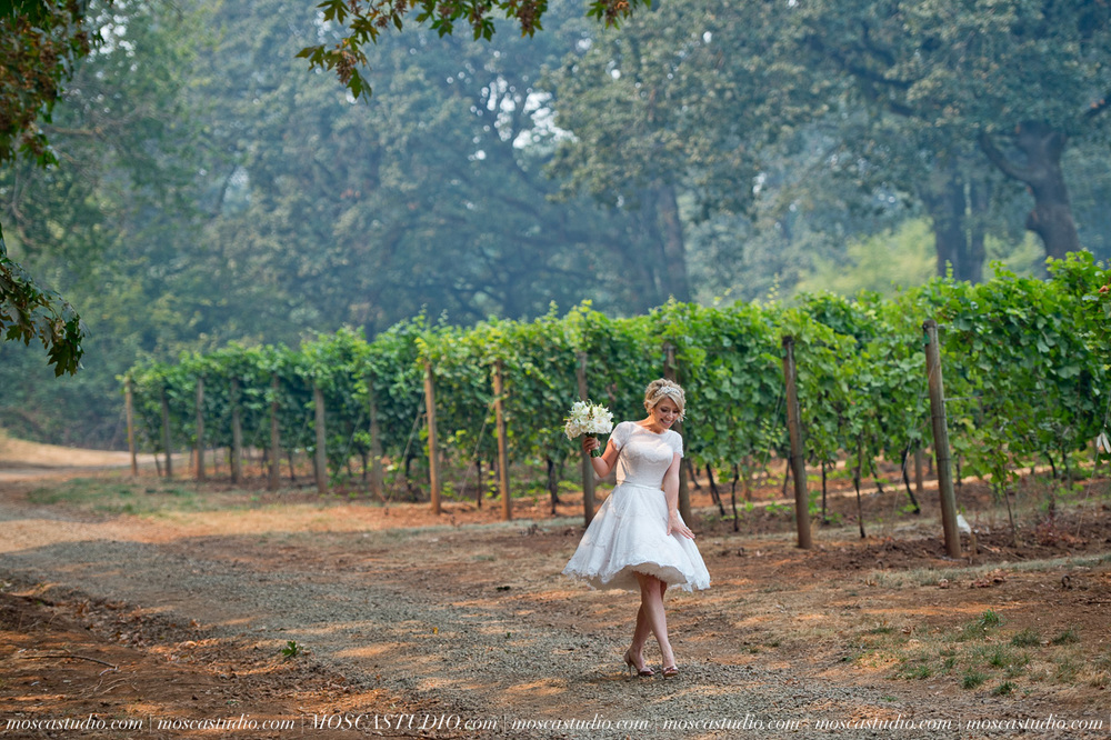 00120-MoscaStudio-Red-Ridge-Farms-Oregon-Wedding-Photography-20150822-SOCIALMEDIA.jpg