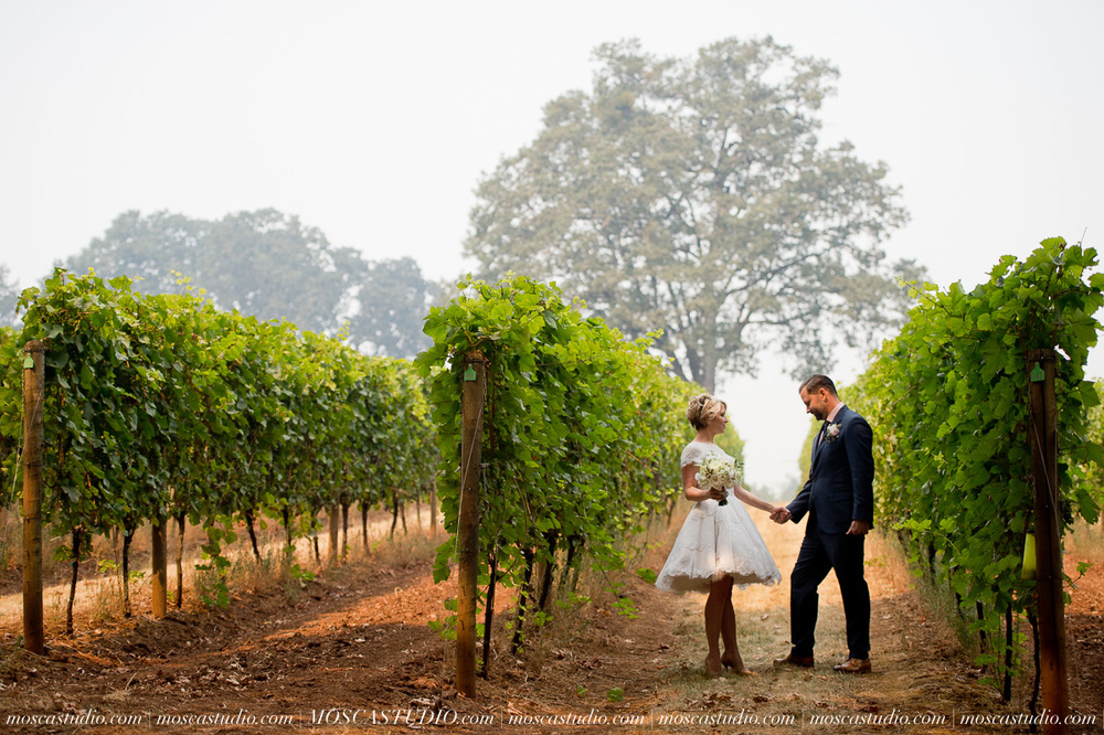 00140-MoscaStudio-Red-Ridge-Farms-Oregon-Wedding-Photography-20150822-SOCIALMEDIA.jpg