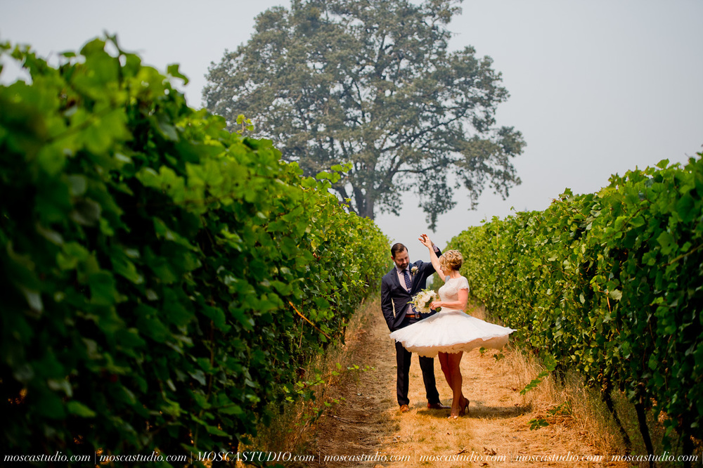 00152-MoscaStudio-Red-Ridge-Farms-Oregon-Wedding-Photography-20150822-SOCIALMEDIA.jpg