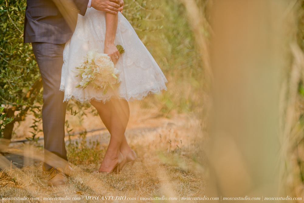 00166-MoscaStudio-Red-Ridge-Farms-Oregon-Wedding-Photography-20150822-SOCIALMEDIA.jpg