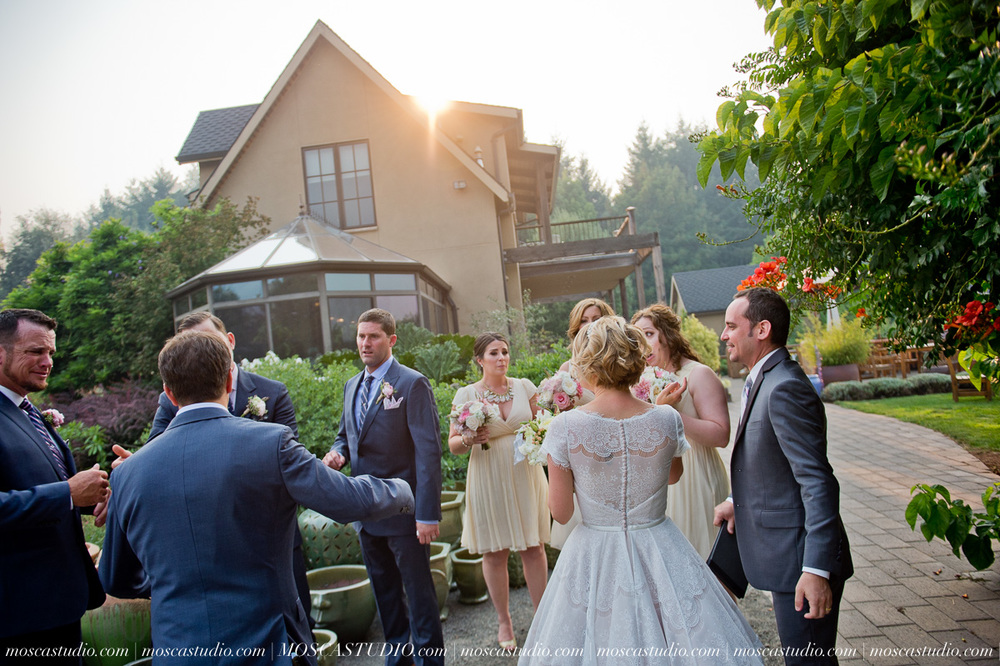 00305-MoscaStudio-Red-Ridge-Farms-Oregon-Wedding-Photography-20150822-SOCIALMEDIA.jpg