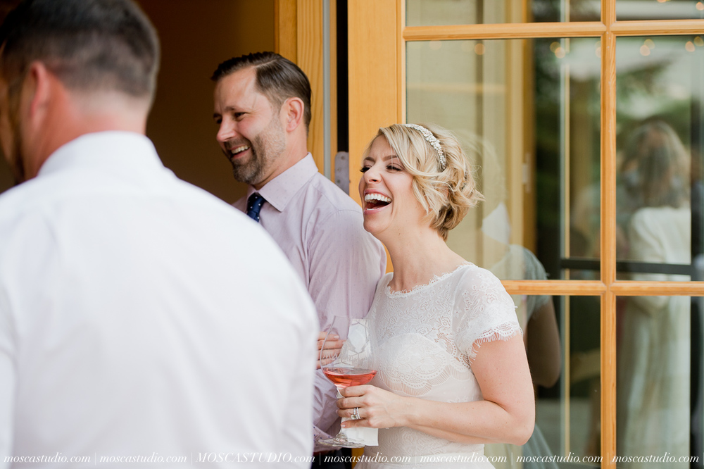 00343-MoscaStudio-Red-Ridge-Farms-Oregon-Wedding-Photography-20150822-SOCIALMEDIA.jpg