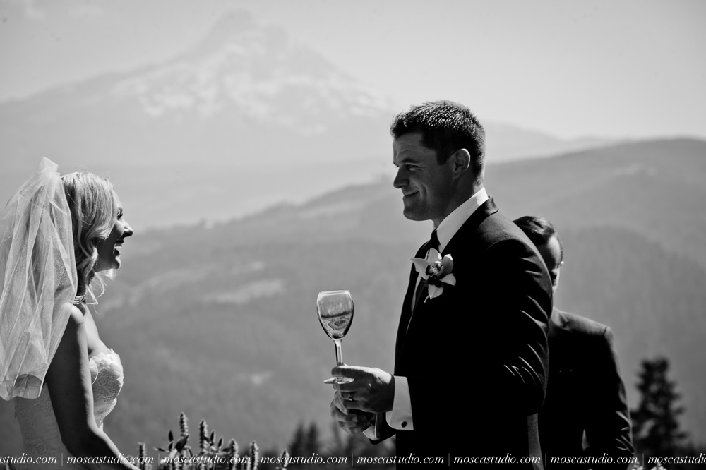 0064-moscastudio-gorge-crest-vineyard-wedding-photography-abraham-rebecca-81714.jpg