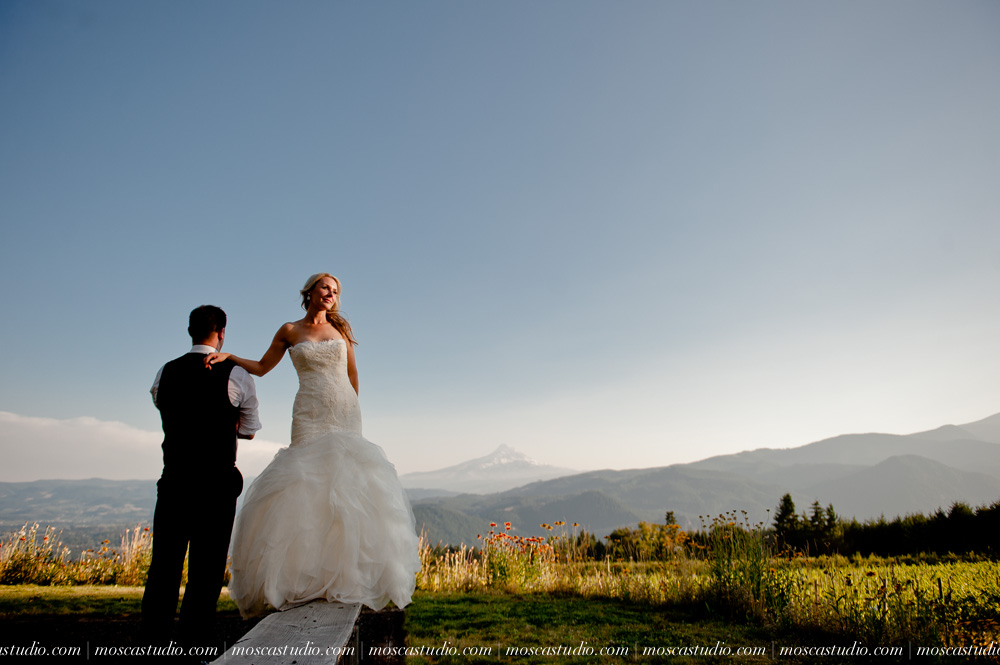 0152-moscastudio-gorge-crest-vineyard-wedding-photography-abraham-rebecca-81714.jpg