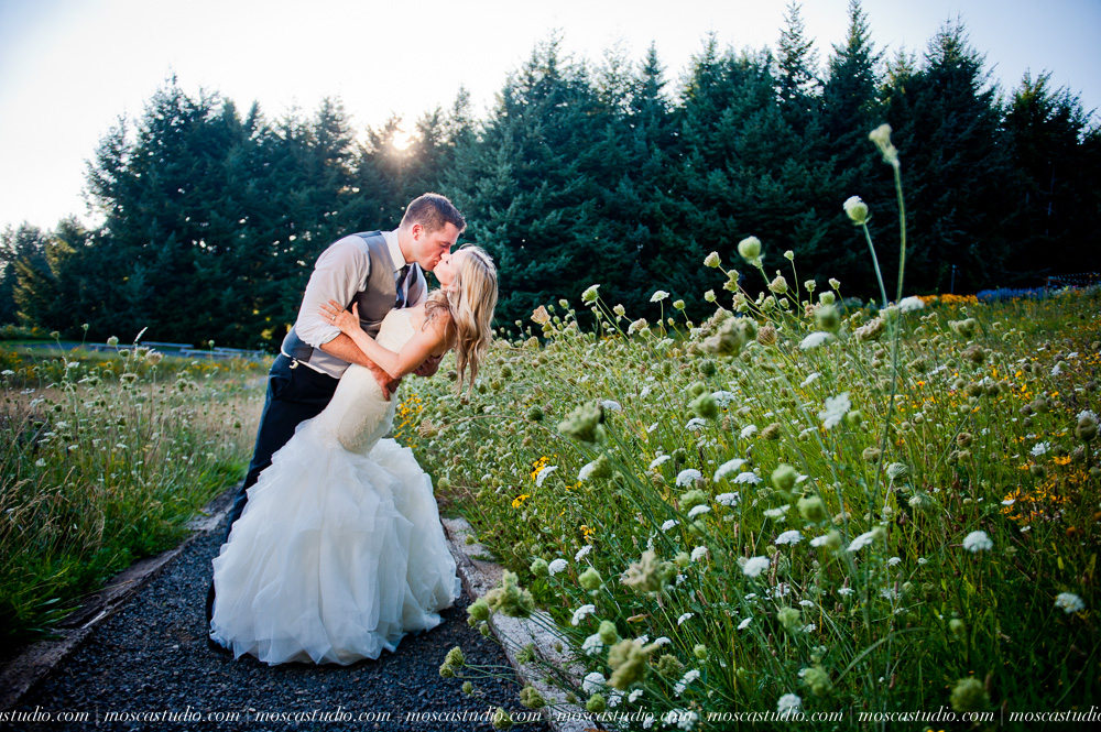 0150-moscastudio-gorge-crest-vineyard-wedding-photography-abraham-rebecca-81714.jpg