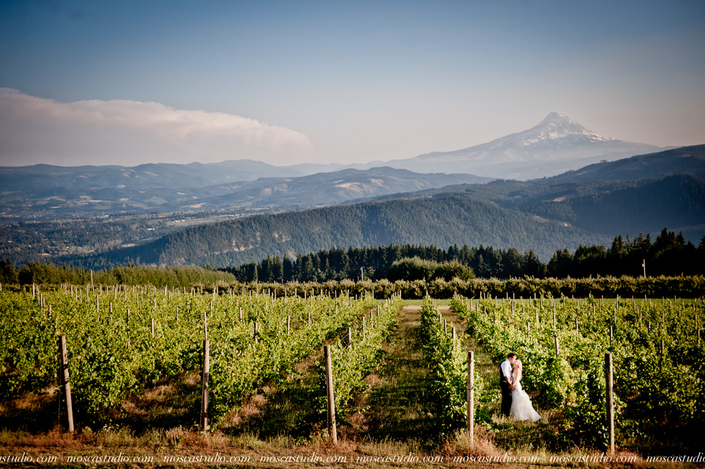 0154-moscastudio-gorge-crest-vineyard-wedding-photography-abraham-rebecca-81714.jpg