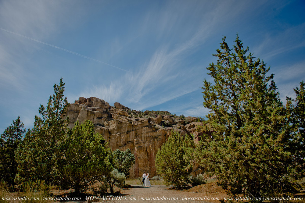 0150-MoscaStudio-Smith-Rock-State-Park-Bend-Wedding-20150620-SOCIALMEDIA.jpg
