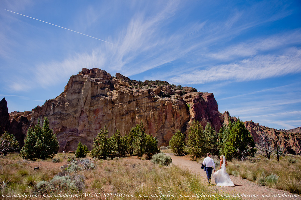 0139-MoscaStudio-Smith-Rock-State-Park-Bend-Wedding-20150620-SOCIALMEDIA.jpg