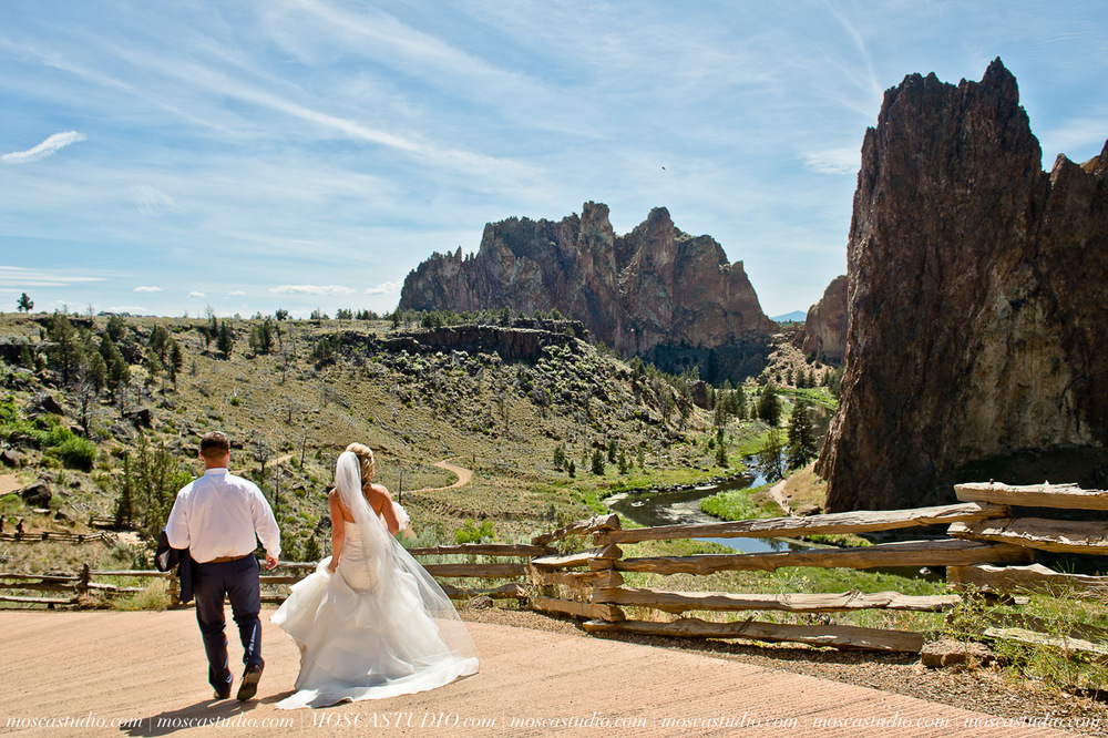 0158-MoscaStudio-Smith-Rock-State-Park-Bend-Wedding-20150620-SOCIALMEDIA.jpg