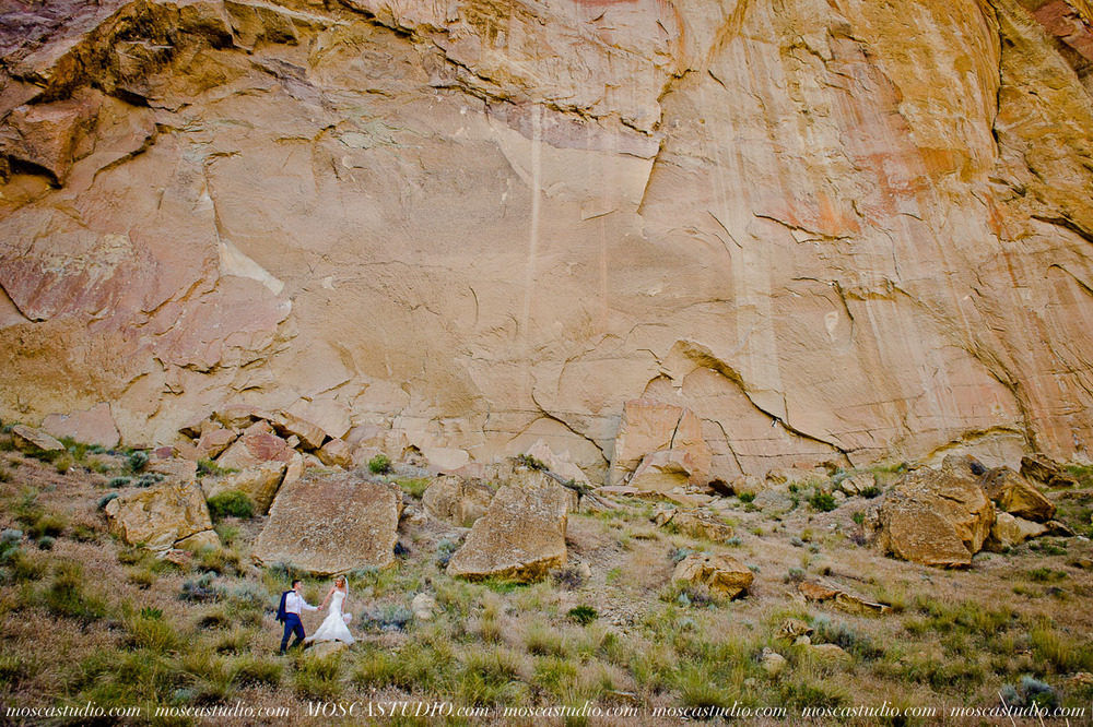 0176-MoscaStudio-Smith-Rock-State-Park-Bend-Wedding-20150620-SOCIALMEDIA.jpg