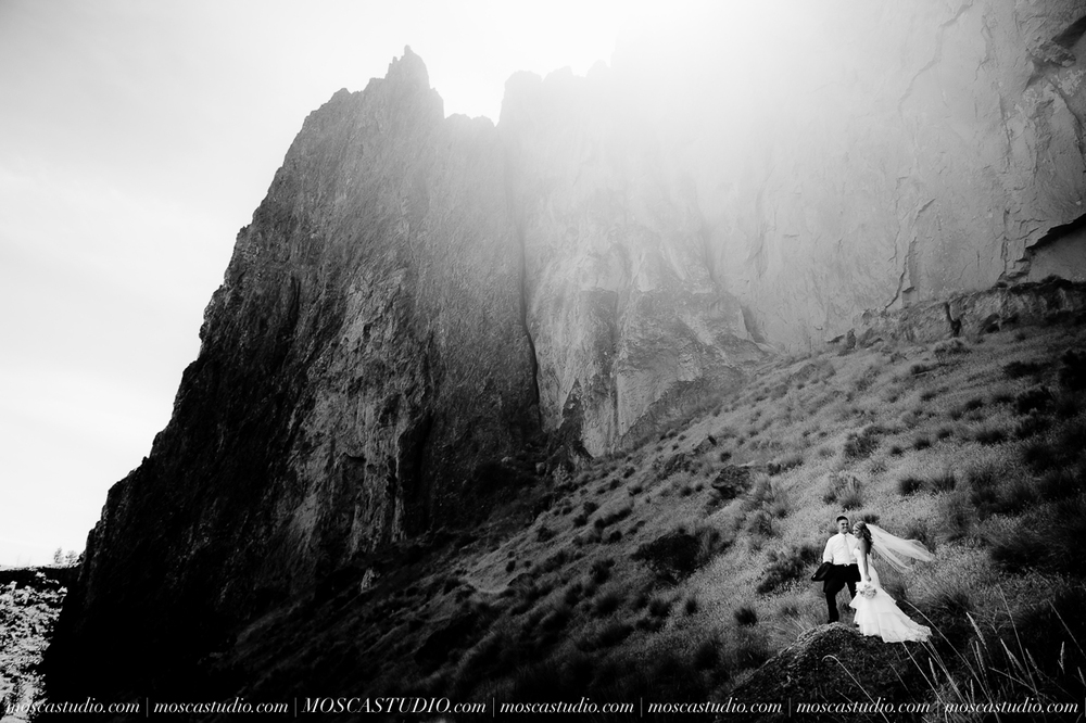 0194-MoscaStudio-Smith-Rock-State-Park-Bend-Wedding-20150620-SOCIALMEDIA.jpg