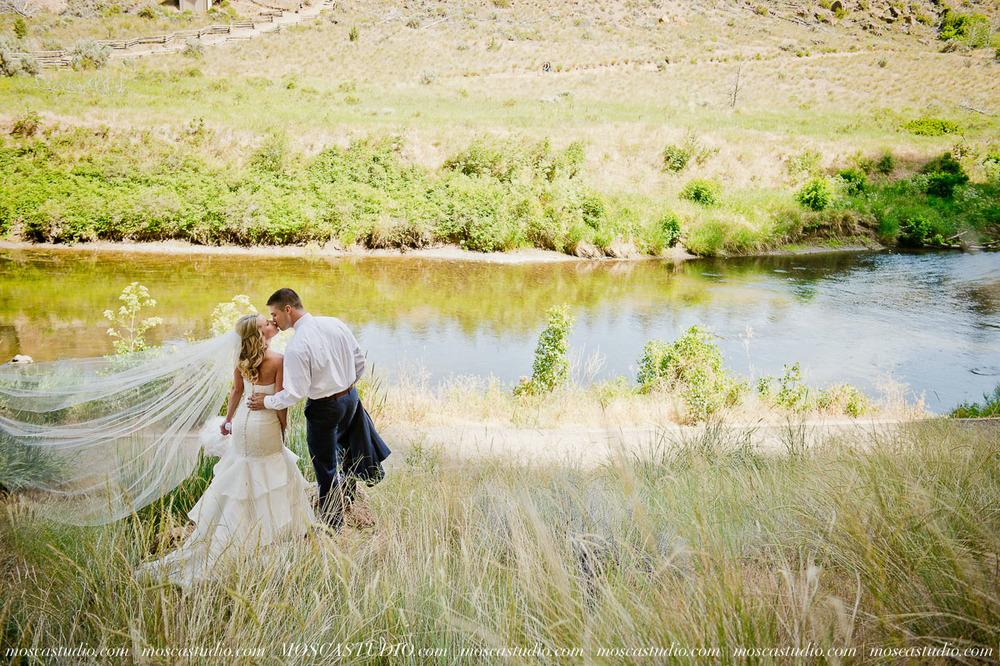 0195-MoscaStudio-Smith-Rock-State-Park-Bend-Wedding-20150620-SOCIALMEDIA.jpg