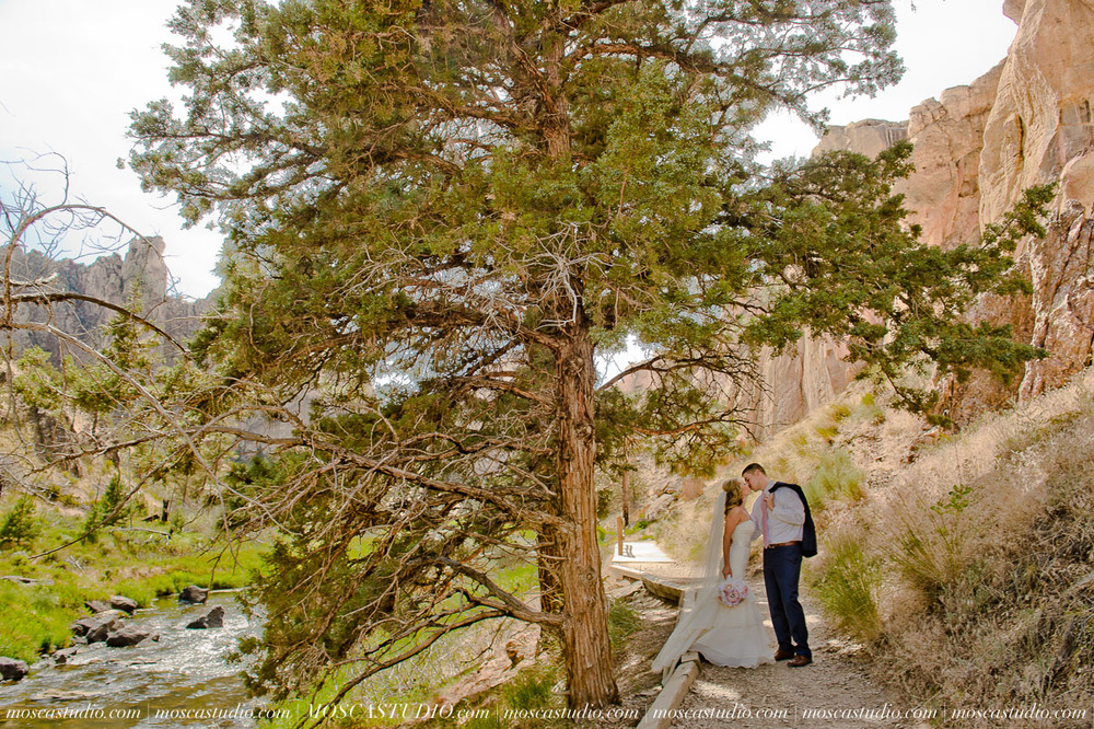 0215-MoscaStudio-Smith-Rock-State-Park-Bend-Wedding-20150620-SOCIALMEDIA.jpg