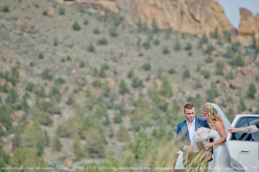 0367-MoscaStudio-Smith-Rock-State-Park-Bend-Wedding-20150620-SOCIALMEDIA.jpg