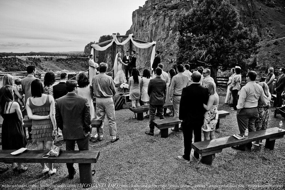 0402-MoscaStudio-Smith-Rock-State-Park-Bend-Wedding-20150620-SOCIALMEDIA.jpg