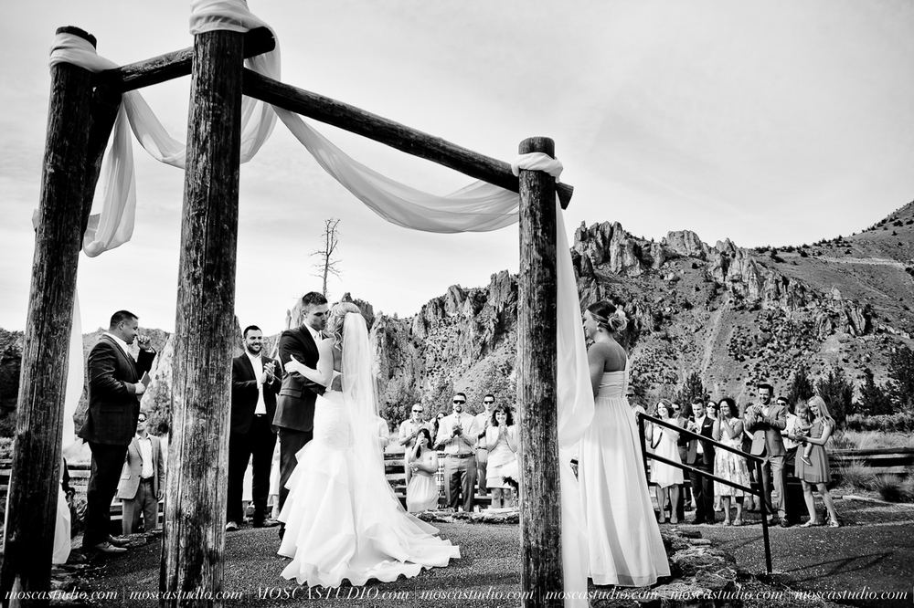 0454-MoscaStudio-Smith-Rock-State-Park-Bend-Wedding-20150620-SOCIALMEDIA.jpg