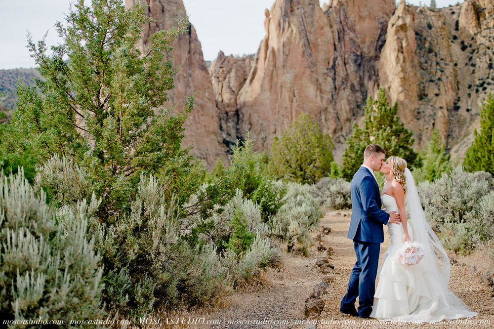 0501-MoscaStudio-Smith-Rock-State-Park-Bend-Wedding-20150620-SOCIALMEDIA.jpg