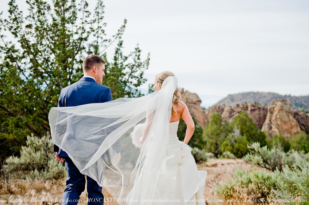0511-MoscaStudio-Smith-Rock-State-Park-Bend-Wedding-20150620-SOCIALMEDIA.jpg