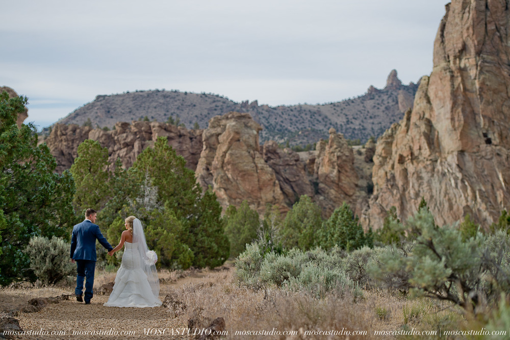 0525-MoscaStudio-Smith-Rock-State-Park-Bend-Wedding-20150620-SOCIALMEDIA.jpg