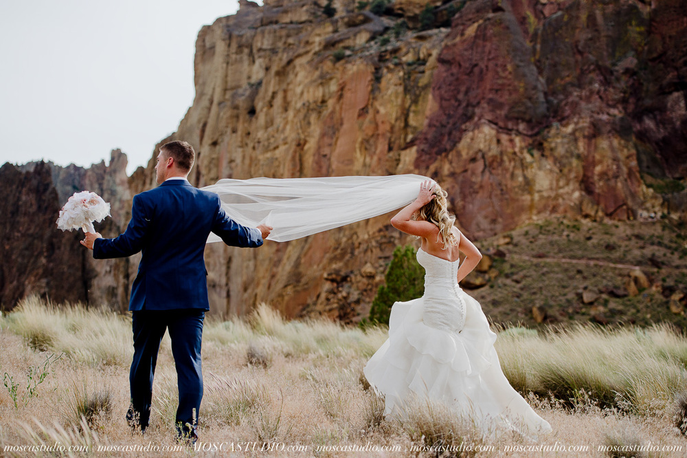 0549-MoscaStudio-Smith-Rock-State-Park-Bend-Wedding-20150620-SOCIALMEDIA.jpg